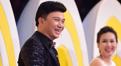 Quang Linh bi Dan Truong che chieu cao co han hinh anh