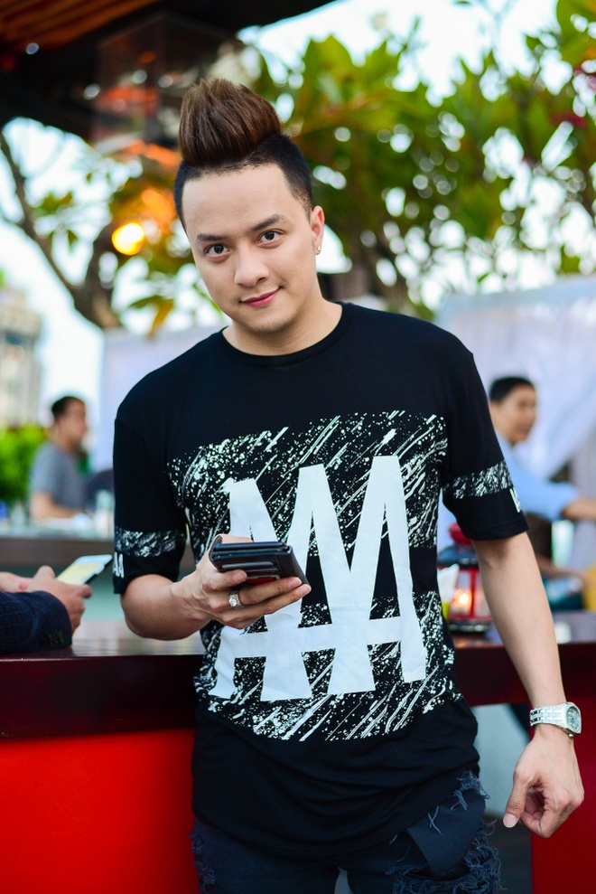 Huong Tram khoa moi ban dien dien trai trong MV hinh anh 7