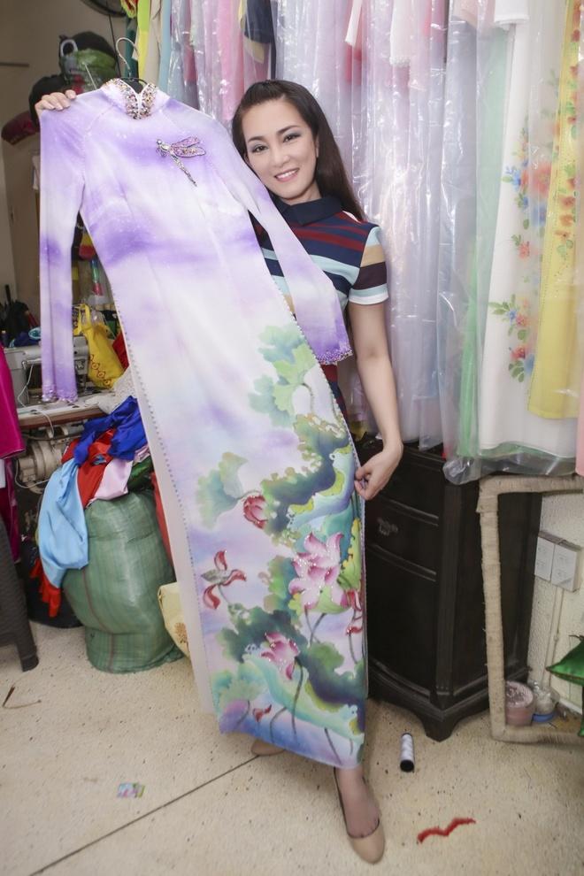 Huong Thuy thu ao dai cho live show Manh Quynh hinh anh 2