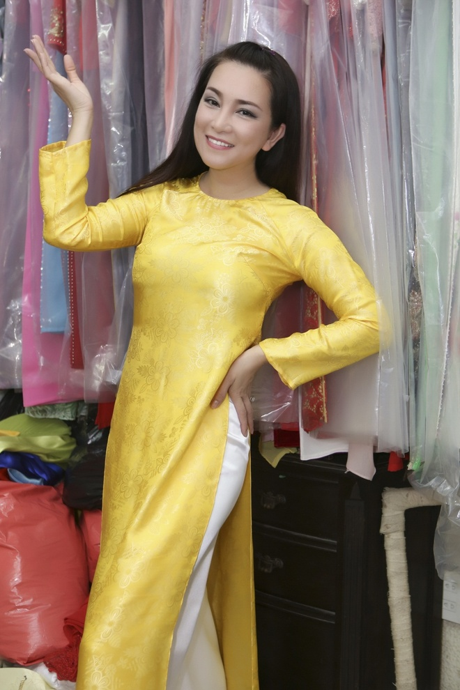Huong Thuy thu ao dai cho live show Manh Quynh hinh anh 3