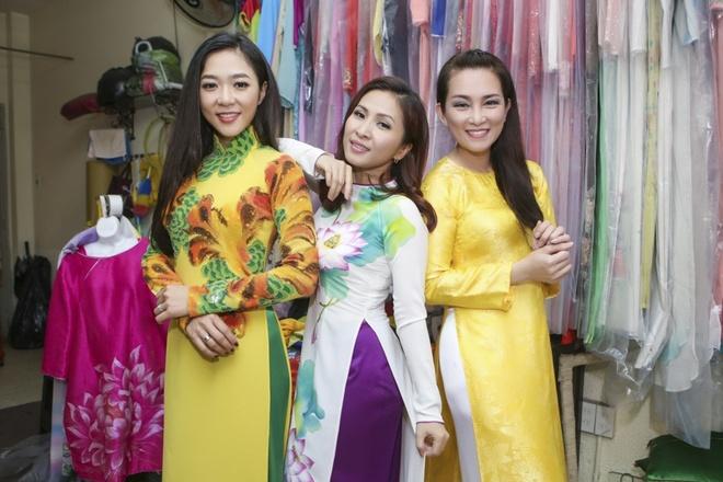 Huong Thuy thu ao dai cho live show Manh Quynh hinh anh 4
