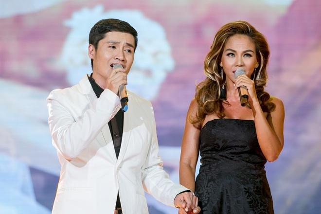 Ly Hai phong do tren san khau Thay loi muon noi hinh anh 10