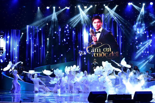 Manh Quynh xuc dong hat ve vo trong live show hinh anh 1