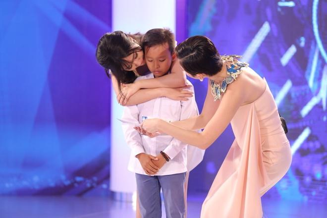 Cau be hat dam cuoi gay nghen ngao o Vietnam Idol Kids hinh anh 1