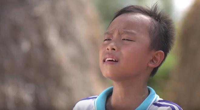 Gia canh xot xa cua cau be hat dam cuoi o Vietnam Idol Kids hinh anh