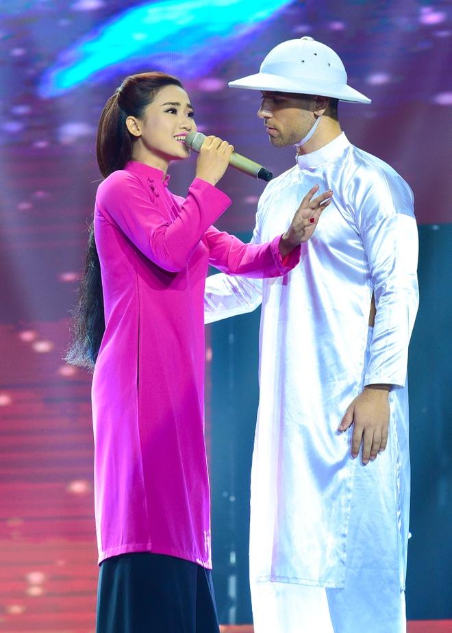 Quang Linh nhac nho khan gia co vu cho hot boy 18 tuoi hinh anh 4
