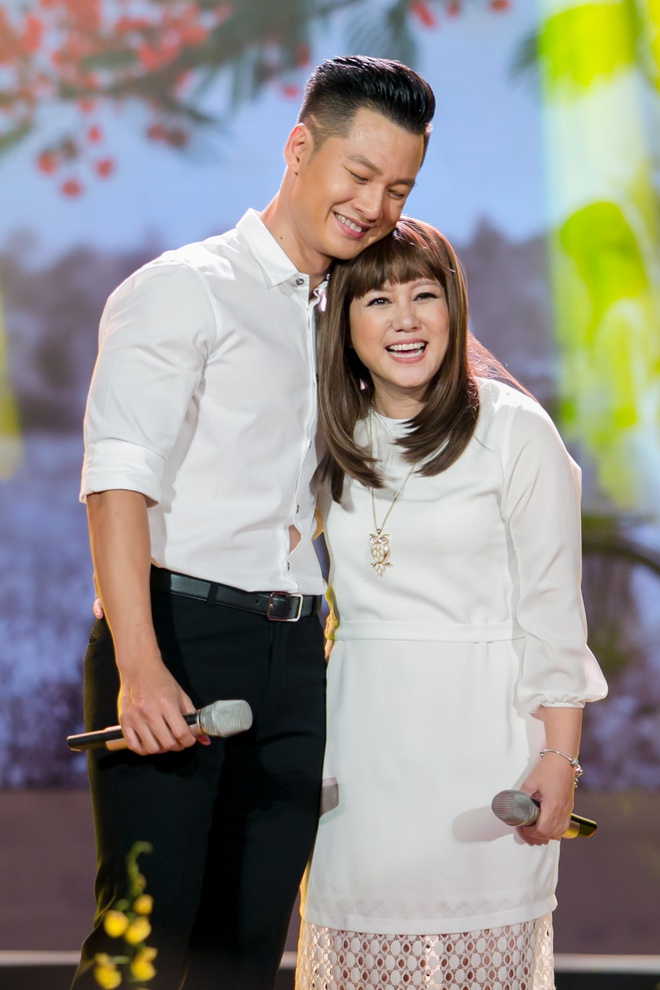 Luong Bich Huu mac nhu nu sinh sau on ao vay ao phan cam hinh anh 10