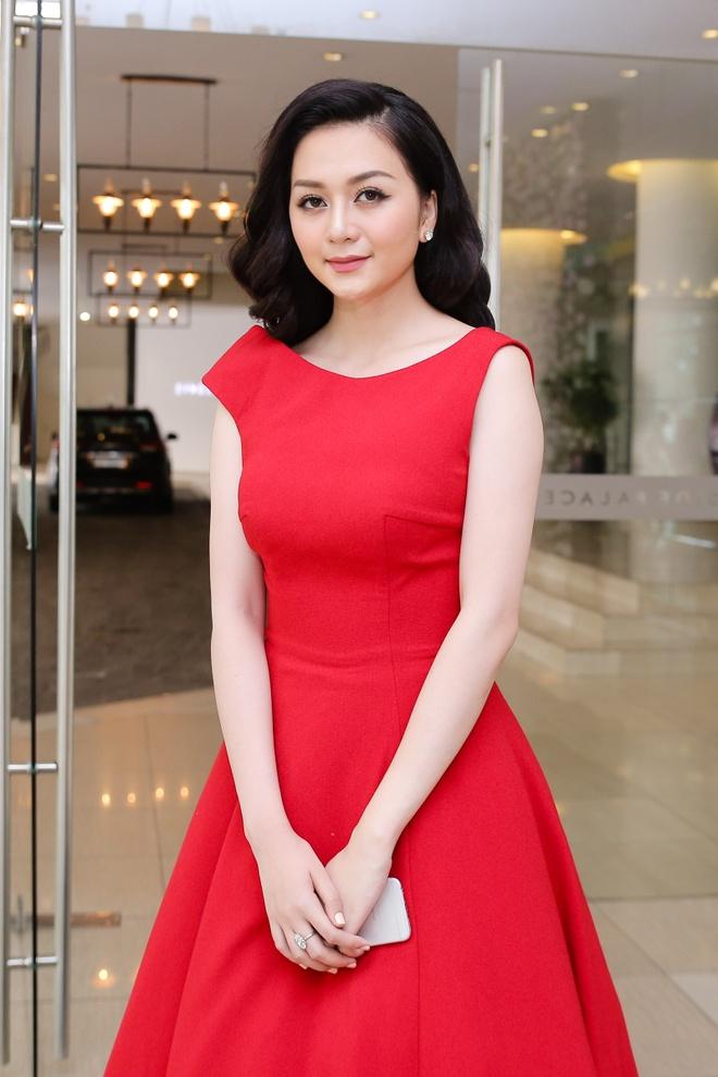 Thieu Bao Trang kem noi bat hon em gai tai hop bao hinh anh 1