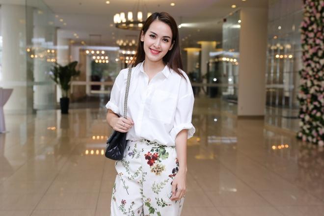 Thieu Bao Trang kem noi bat hon em gai tai hop bao hinh anh 6