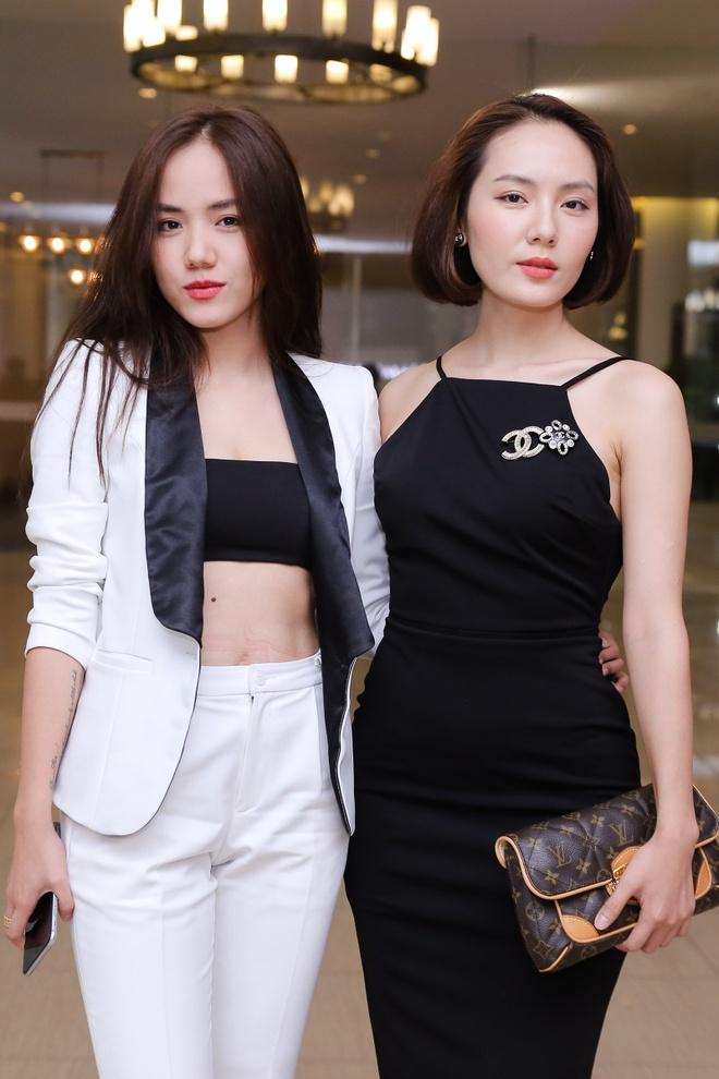 Thieu Bao Trang kem noi bat hon em gai tai hop bao hinh anh 8