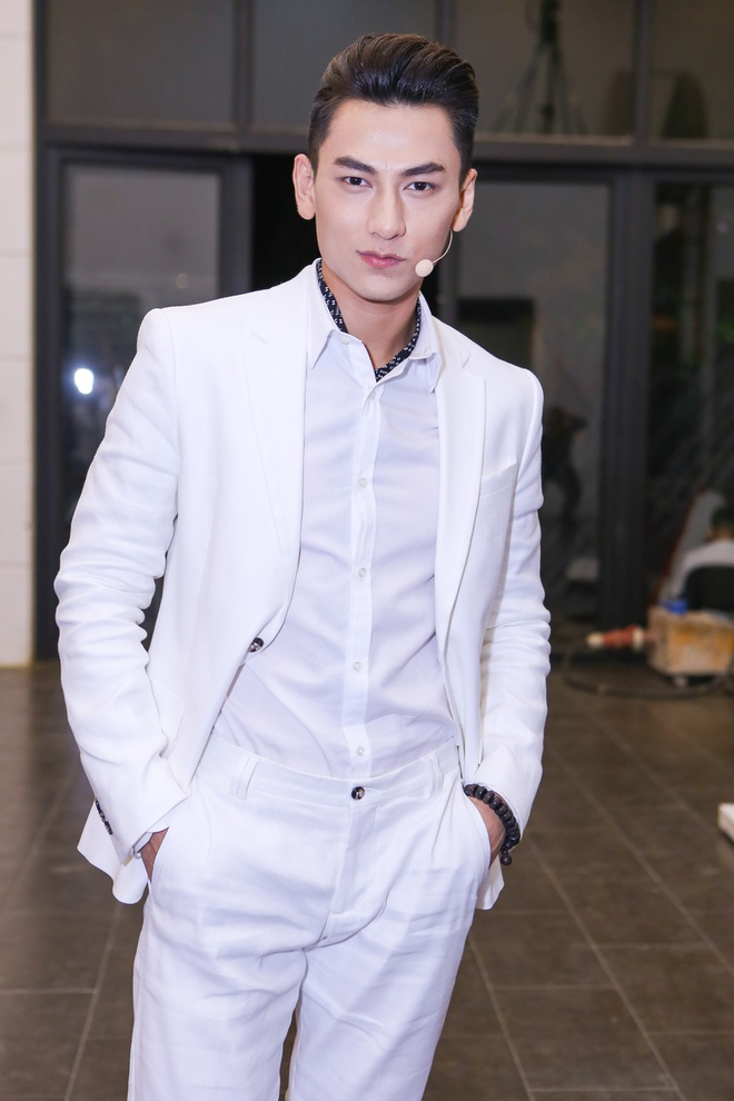 Toc Tien, Van Mai Huong xinh dep khi lam giam khao hinh anh 4