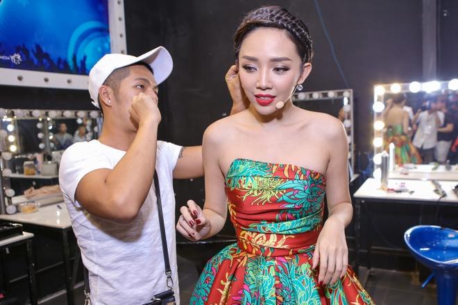 Toc Tien, Van Mai Huong xinh dep khi lam giam khao hinh anh 2