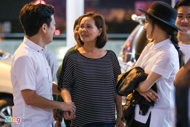 Truong Giang om hon tien Nha Phuong tai san bay hinh anh 3