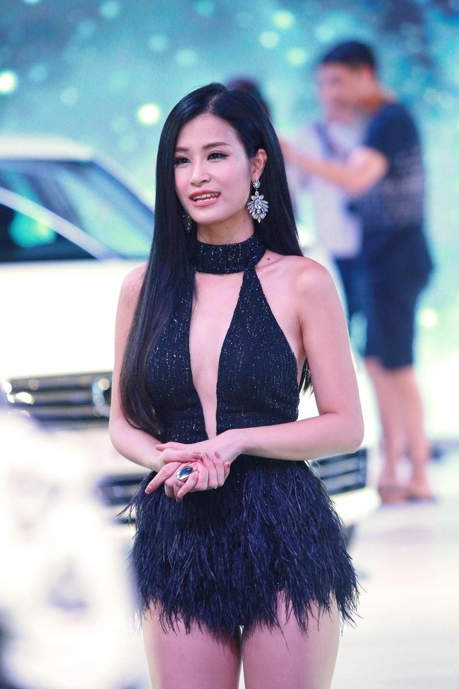 Dong Nhi goi cam, Noo Phuoc Thinh lich lam tai su kien hinh anh 4