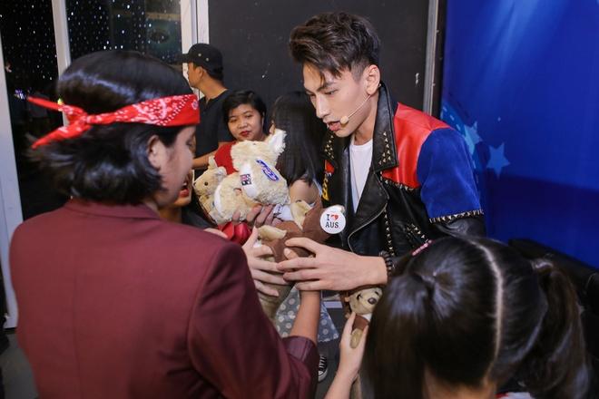 Isaac tranh thu 'lay long' thi sinh Vietnam Idol Kids hinh anh 1