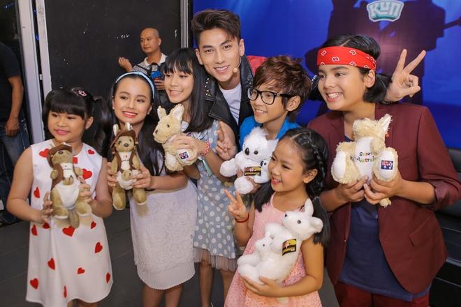 Isaac tranh thu 'lay long' thi sinh Vietnam Idol Kids hinh anh 2