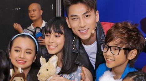 Isaac tranh thu 'lay long' thi sinh Vietnam Idol Kids hinh anh