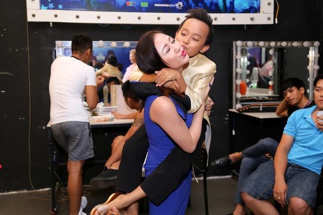 Giam khao Vietnam Idol Kids be bong thi sinh nhi hinh anh