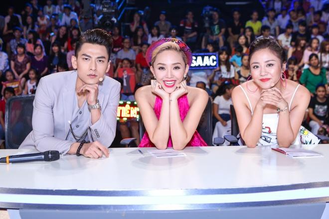 Giam khao treu dua thi sinh o hau truong Vietnam Idol Kids hinh anh 11