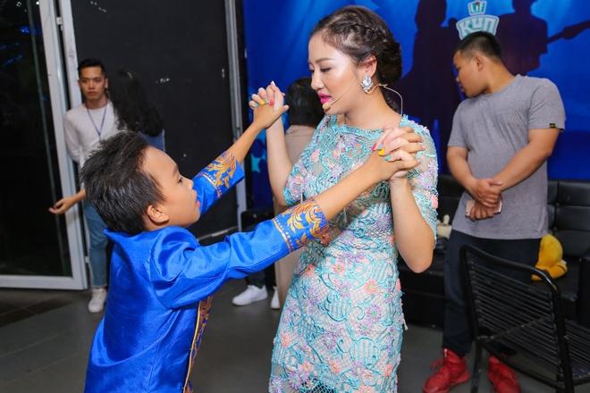 Thi sinh Vietnam Idol Kids cang thang truoc dem ban ket hinh anh 2
