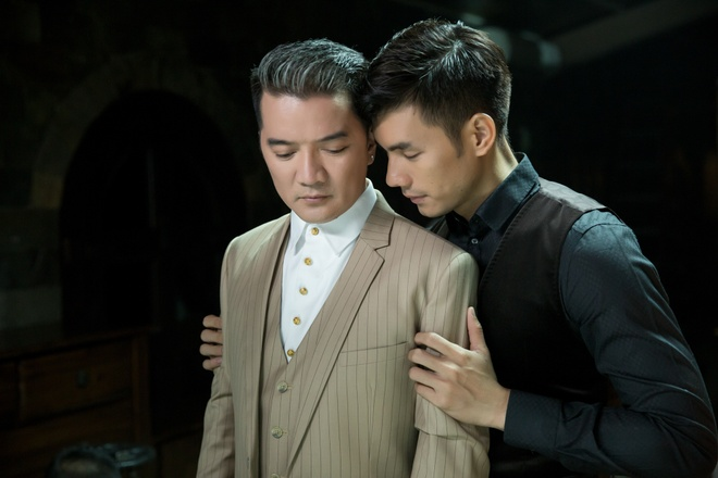 Dam Vinh Hung quy khoc duoi chan Nhan Phuc Vinh trong MV hinh anh 9