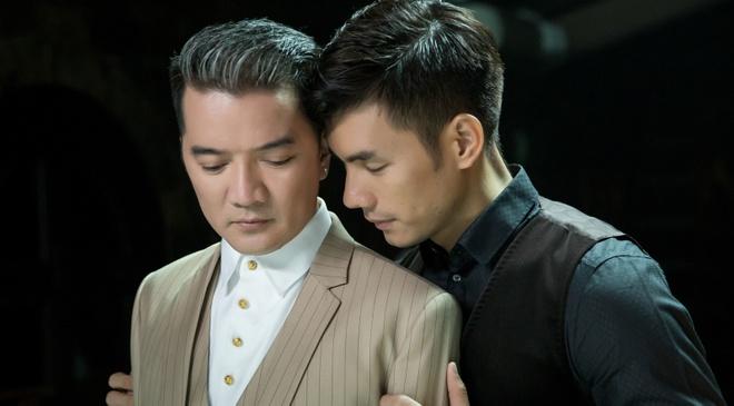 Dam Vinh Hung quy khoc duoi chan Nhan Phuc Vinh trong MV hinh anh