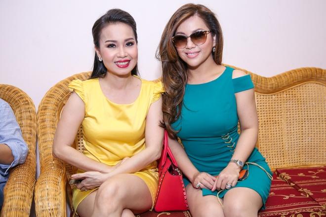 Chi em Cam Ly - Minh Tuyet doi lap phong cach khi quay hinh hinh anh 7