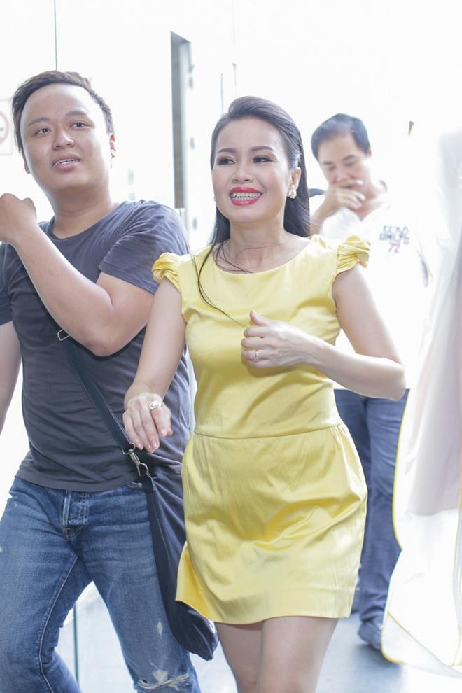 Chi em Cam Ly - Minh Tuyet doi lap phong cach khi quay hinh hinh anh 6