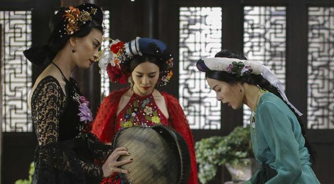 Ngo Thanh Van khien Ha Vi bat khoc trong trailer 'Tam Cam' hinh anh