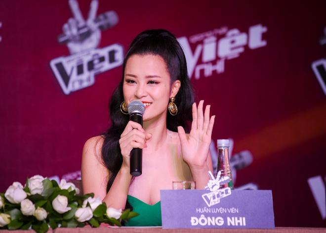 Dong Nhi, Noo Phuoc Thinh xin loi vi di hop bao tre 1 tieng hinh anh 6