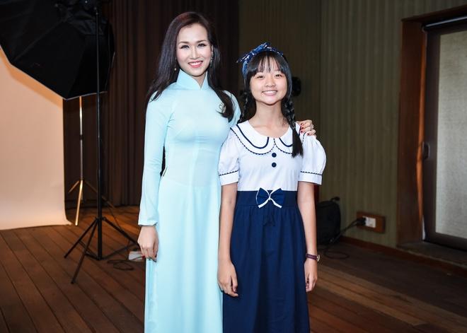 Pham Huong, Chi Pu tham gia su kien tu thien hinh anh 13