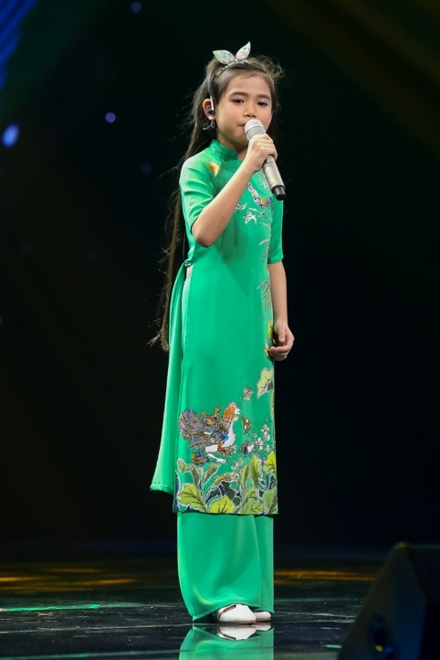 Co be goc Nga khien HLV Voice Kids bat day khoi ghe hinh anh 9