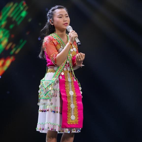 Co be goc Nga khien HLV Voice Kids bat day khoi ghe hinh anh 11