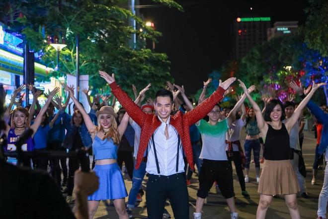 Pham Hong Phuoc gay xon xao pho di bo Nguyen Hue hinh anh 2