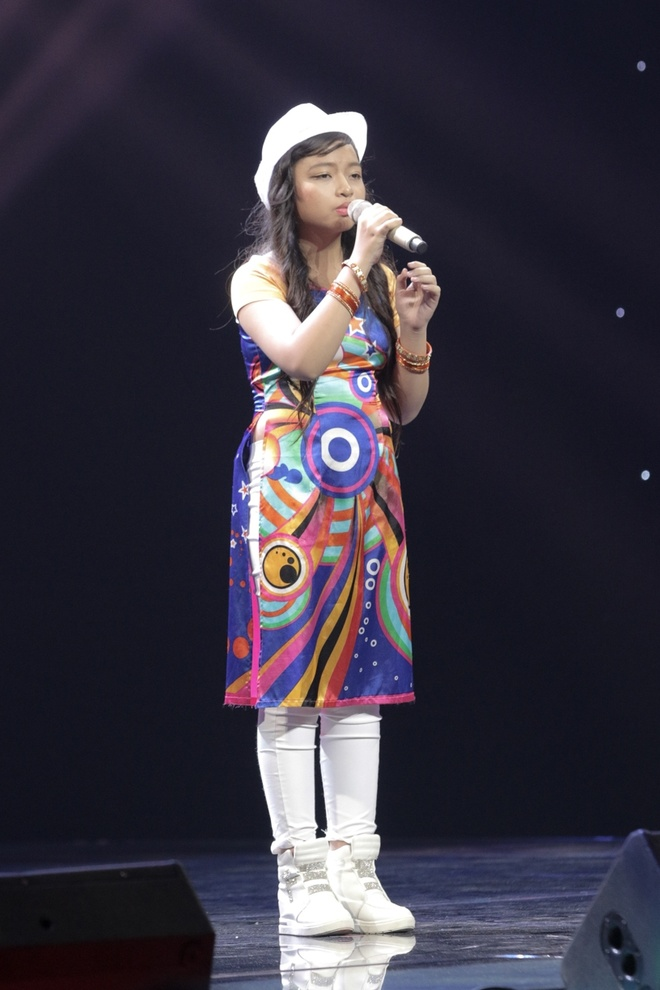 Co be hat Quoc ca gay nong mang xa hoi thi The Voice Kids hinh anh 11