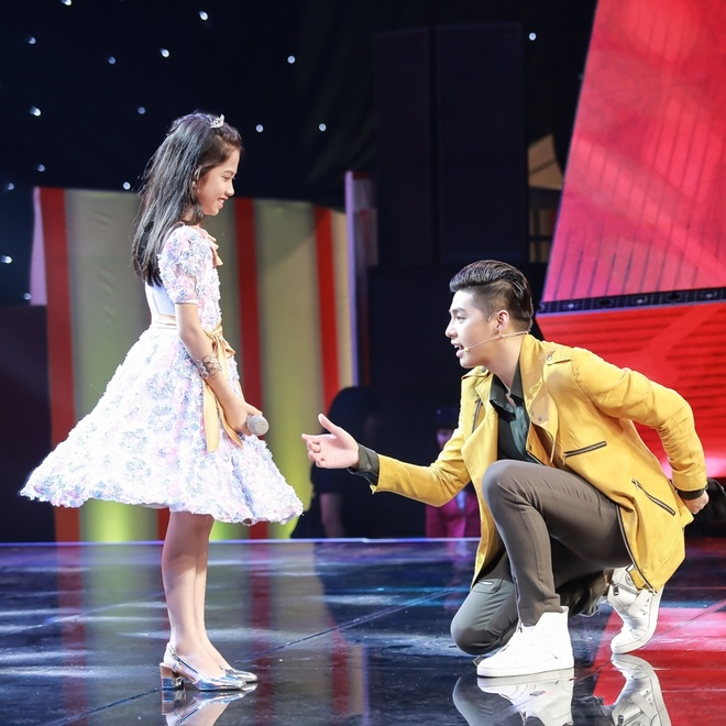 Co be hat Quoc ca gay nong mang xa hoi thi The Voice Kids hinh anh 5
