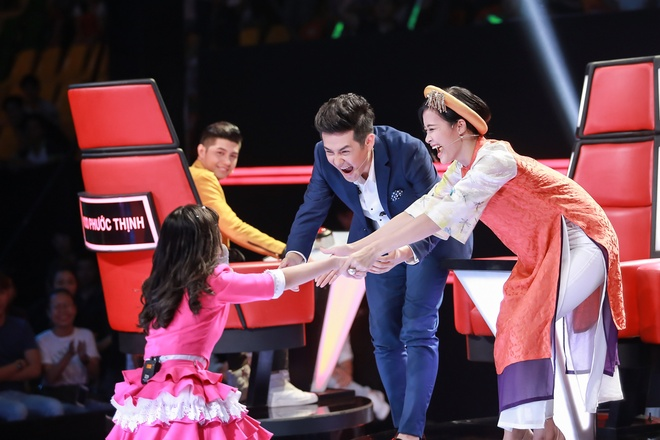 Co be hat Quoc ca gay nong mang xa hoi thi The Voice Kids hinh anh 2