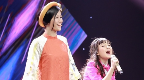 Co be hat Quoc ca gay nong mang xa hoi thi The Voice Kids hinh anh