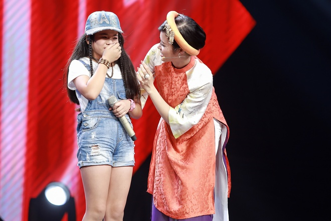 Co be hat Quoc ca gay nong mang xa hoi thi The Voice Kids hinh anh 12