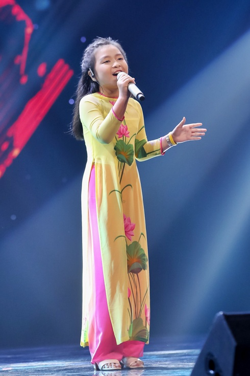 Co be hat Quoc ca gay nong mang xa hoi thi The Voice Kids hinh anh 6