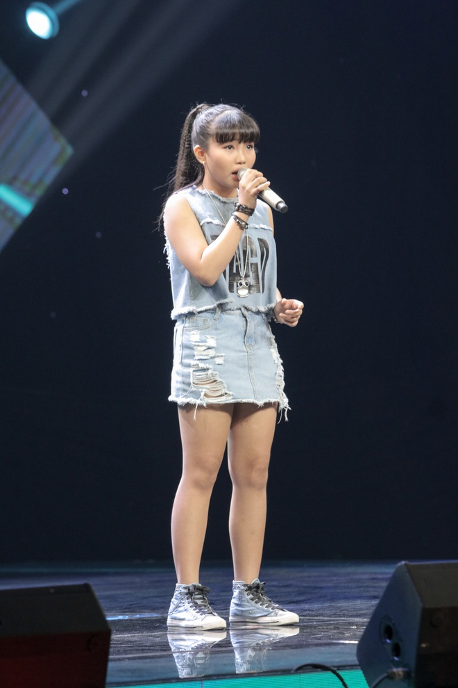 Co be hat Quoc ca gay nong mang xa hoi thi The Voice Kids hinh anh 10