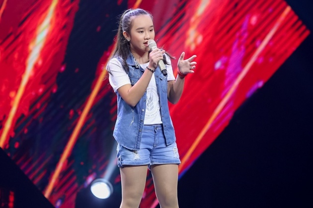 Co be hat Quoc ca gay nong mang xa hoi thi The Voice Kids hinh anh 8