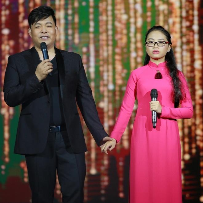 Ho Van Cuong duoc fan vay kin khi lan dau ra Ha Noi hinh anh 11