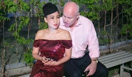 Thu Minh: 'Toi buon va buc tuc trong nhung ngay qua' hinh anh