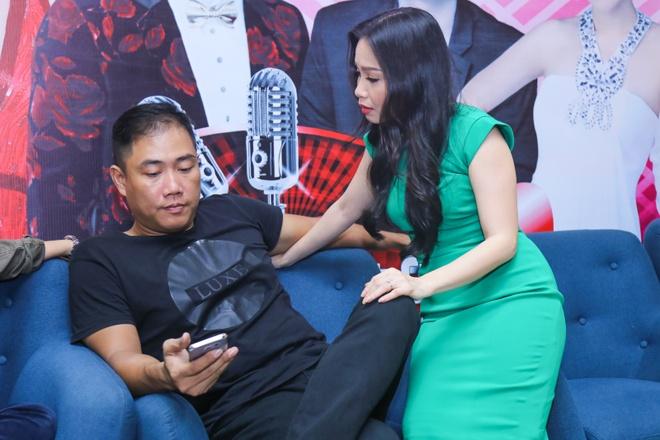 Minh Tuyet khoe vai tran ben Noo Phuoc Thinh hinh anh 9