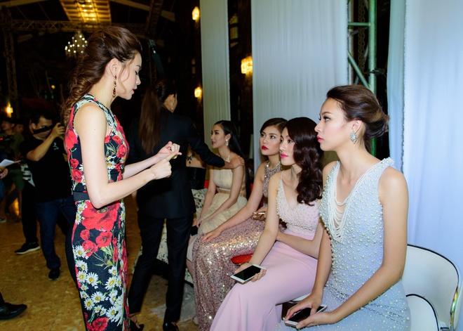 Lan Khue 'tang dong', Ha Ho lam nung truoc khi doi dau hinh anh 6