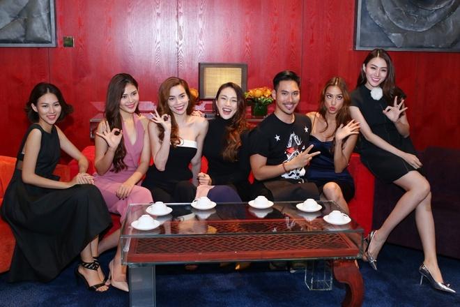 Ho Ngoc Ha dan hoc tro The Face ra mat tai Singapore hinh anh 2