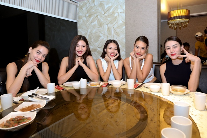 Ho Ngoc Ha dan hoc tro The Face ra mat tai Singapore hinh anh 8