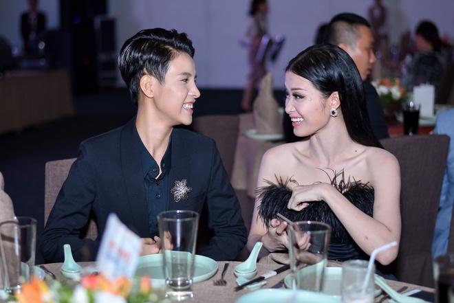 Lan Khue, Pham Huong do sac khi cung tham gia su kien hinh anh 6
