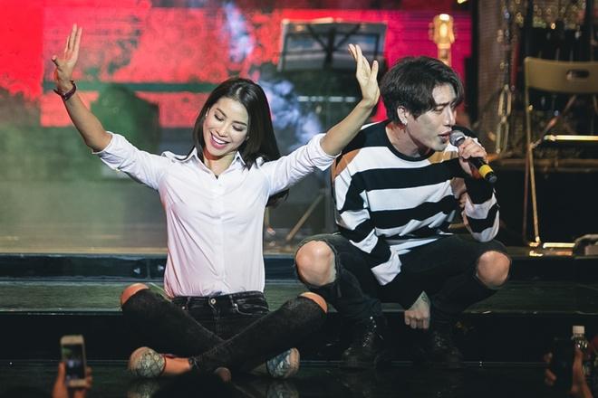 Pham Huong mac gian di di hop fan hinh anh 3